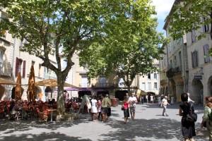 place-aux-herbes-uzes 2